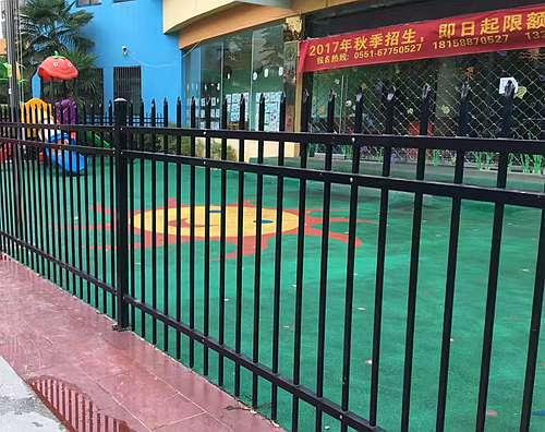 幼儿园用的黑色锌钢护栏价格全部安装完成!