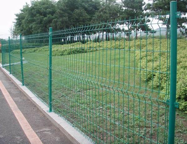 三角折弯护栏网价格-三角折弯围栏网-南京护栏网-南京律和护栏网厂